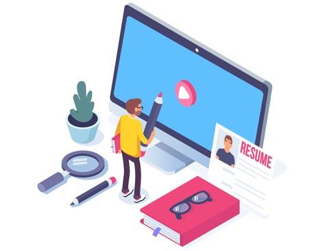 Bewerber schaut ein Recruitingvideo